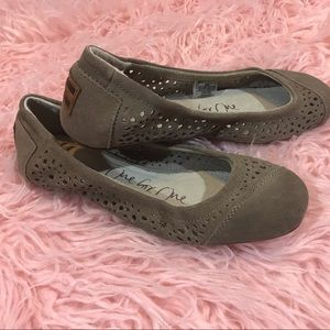 New Toms Khaki Brown Suede Flats